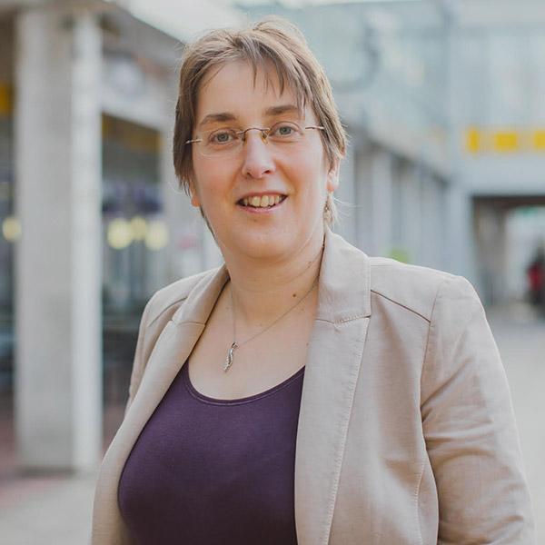 Dr Loes Van Dam